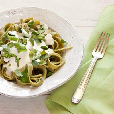 Low fat creamy Alfredo-style sauce, ready in five minutes! from Stephanie Weaver   Gluten-free, vegetarian, low-fat