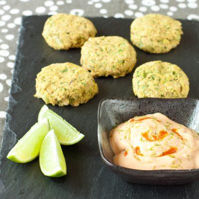 Salmon-chickpea sliders with sriracha-lime dipping sauce | Recipe Renovator | Gluten-free, migraine-friendly