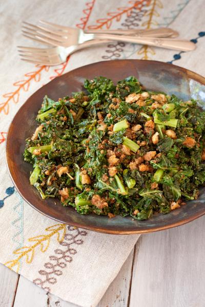 Pan-Roasted Kale with Crispy Italian Breadcrumbs | Recipe Renovator | Gluten-free, vegan, vegetarian, dairy-free